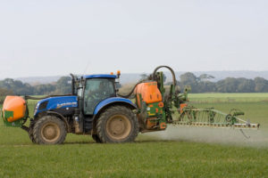 Spryskiwanie pola ciągnik