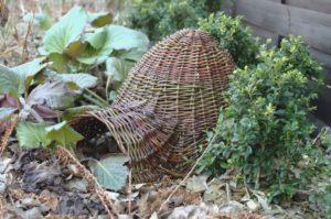 domek dla jeża z wikliny