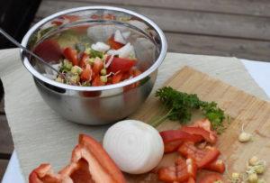 Sałatka z papryki i kiełków groszku - przepis na kiełki grochu