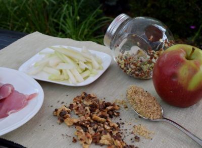 Składniki dania z kiełkami czarnej rzodkwi