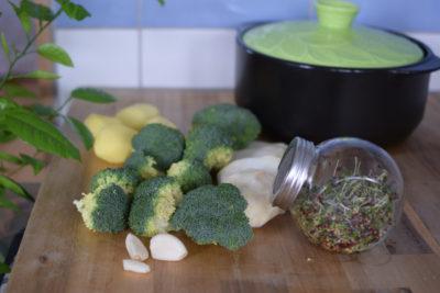Składniki na zupę brokułową z kiełkami