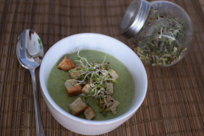 Zupa brokułowa z kiełkami brokuła
