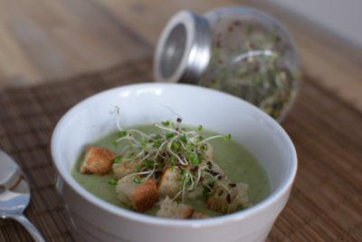 Zupa z brokuła + kiełki brokuła