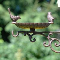 żeliwne poidełko dla ptaków