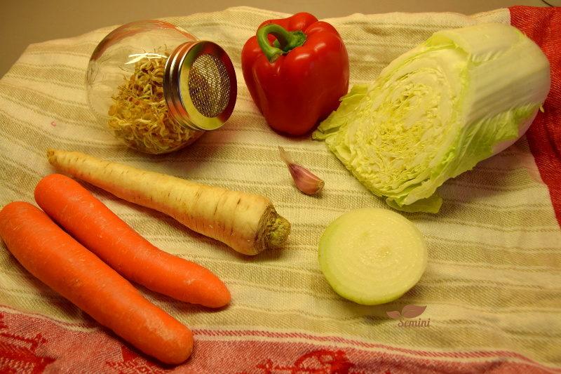 Kiełki kozieradki i inne składaniki ryż z kiełkami