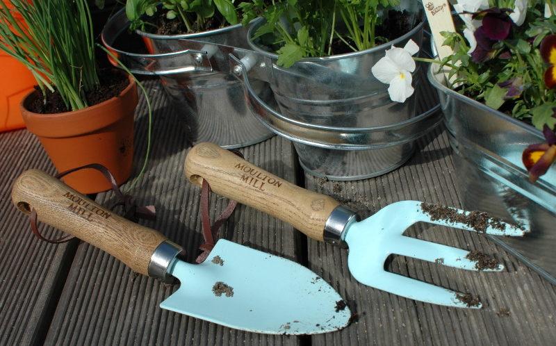 łopatka i widełki ogrodnicze niebieskie