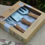 Niebieski zestaw narzędzi ogrodniczych na prezent