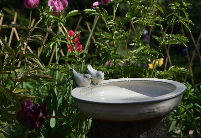 Poidełko dla ptaszków ceramiczne białe z ozdobami