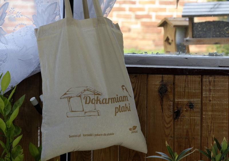Pokarm dla ptaków w torbie bawełnianej ekologicznej zerowaste