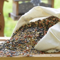 Ziarna dla ptaków w torbie bawełnianej