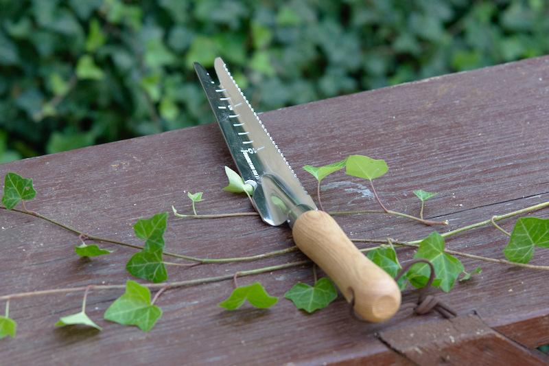 Wyrywacz chwastów z drewnianą rączką