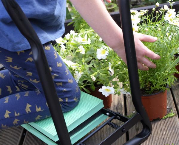 klęcznik ogrodowy prace