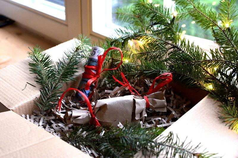 czterolistna koniczynka opakowana na prezent