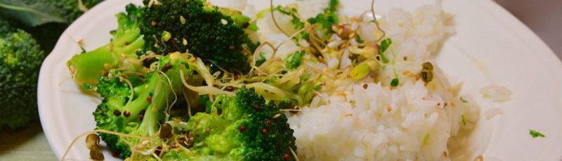 Ryż z brokułem i kiełkami 1