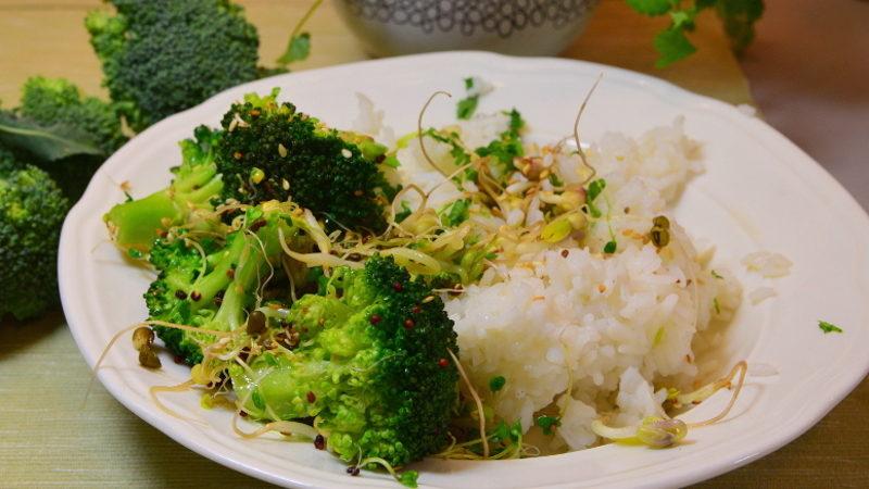 Ryż z brokułem i kiełkami 2
