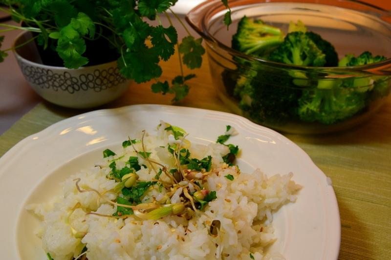Ryż z brokułem i kiełkami
