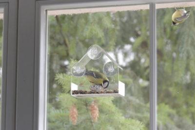 Karmnik na okno z sikorkami