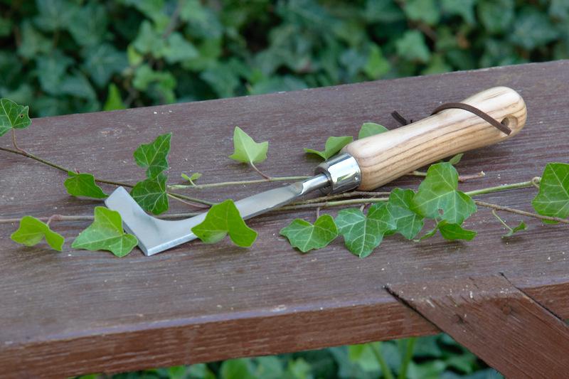 Nóż do usuwania chwastów z drewnianą rączką