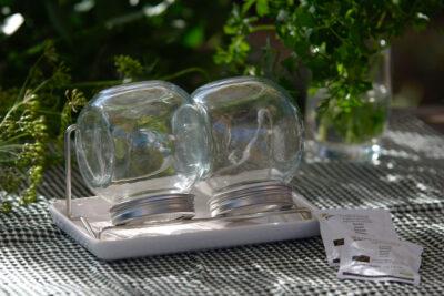 Słoiki na kiełki z podstawką na którą wycieka nadmiar wody