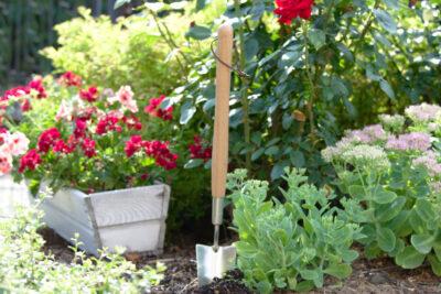 Łopatka w sam raz do sadzenia na rabatkach