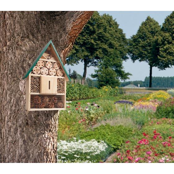 Hotel dla dzikich pszczół w ogrodzie