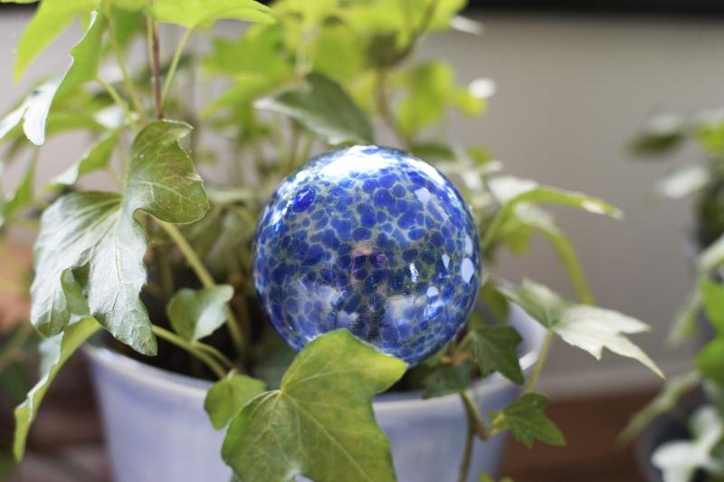 Szklana kula do podlewania roślin