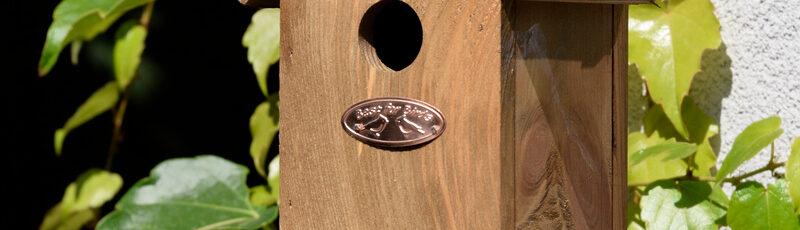 Budka dla ptaków z daszkiem z papy